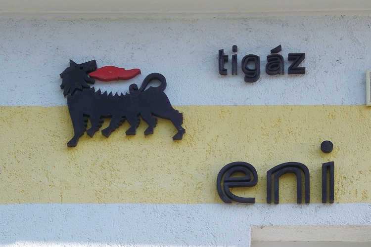 Eni finds oil offshore Angola