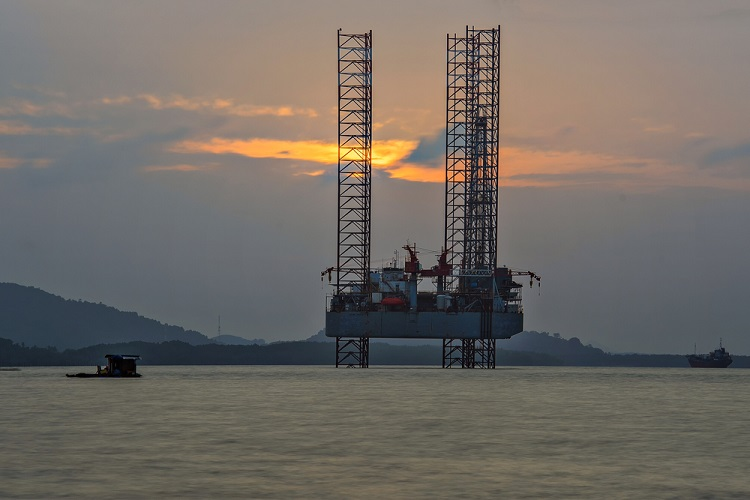 ONGC moves 35 drilling rigs as monsoon approaches India