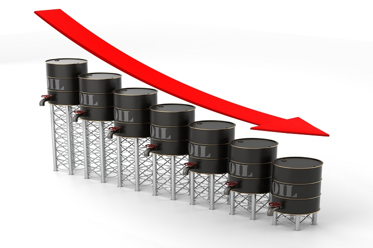 US crude inventories sore high, oil prices slip